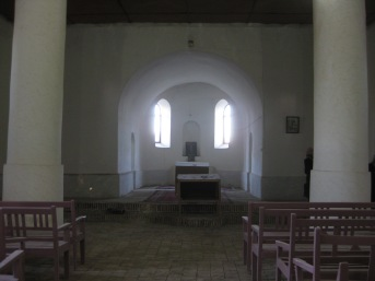 Interior Assyrian church in Supurhan (c) MvdB